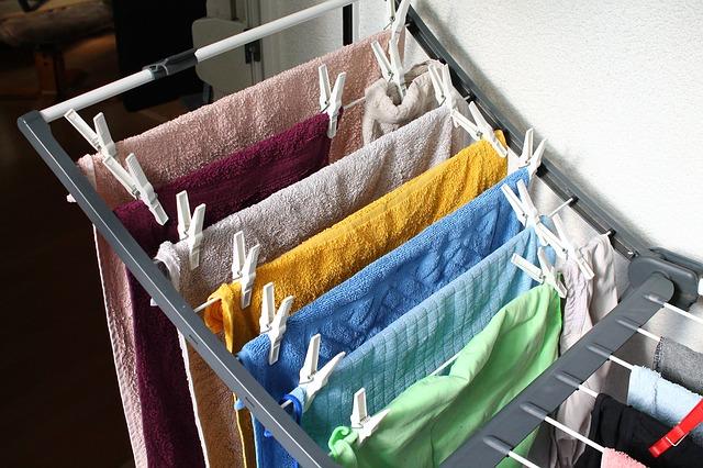 jak usunąć gumę z ubrania